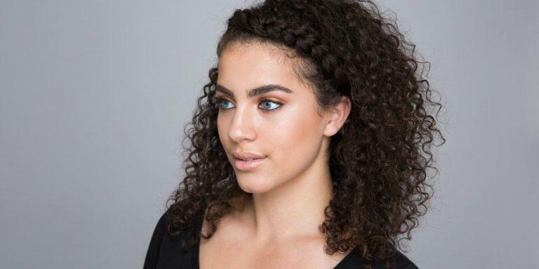 Kıvırcık Saçları Şekillendirmenin 10 Yolu