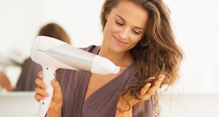 Saç Kurutma Makinesi Kullanımı Saç Diplerine Zararlı mı?