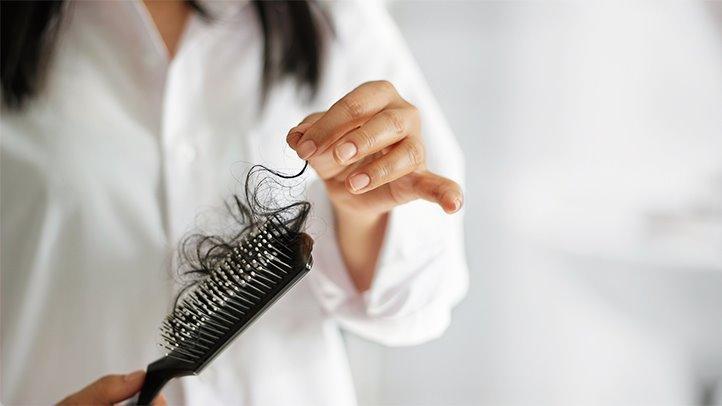 Saç Dökülmesi Neden Kaynaklanır